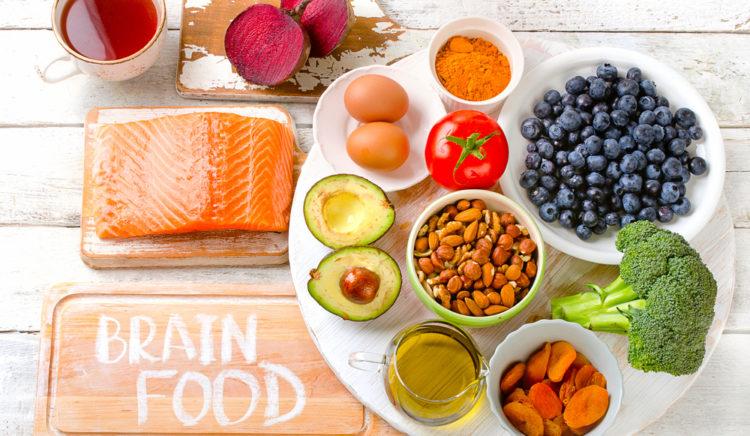 Eet jezelf slim! Gezonde voeding voor het brein